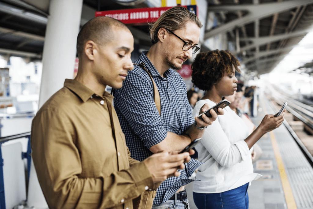 people-using-phones
